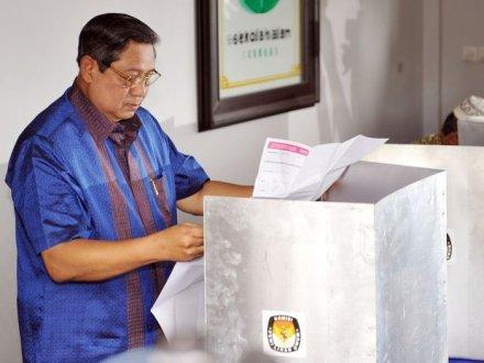 Tampak Presiden RI Menggunakan Hak Pilihnya
